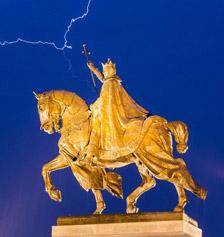 Liées pour l'éternité : la Monarchie et notre France.