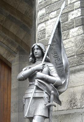 Statue_de_Jeanne_d'Arc,_Basilique_Sainte-Jeanne-d'Arc,_Paris